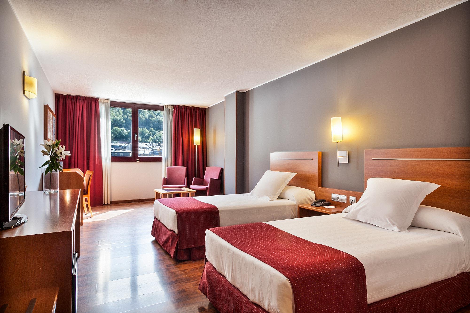 Habitaciones hotel acta arthotel andorra for Habitacion que utiliza un conserje